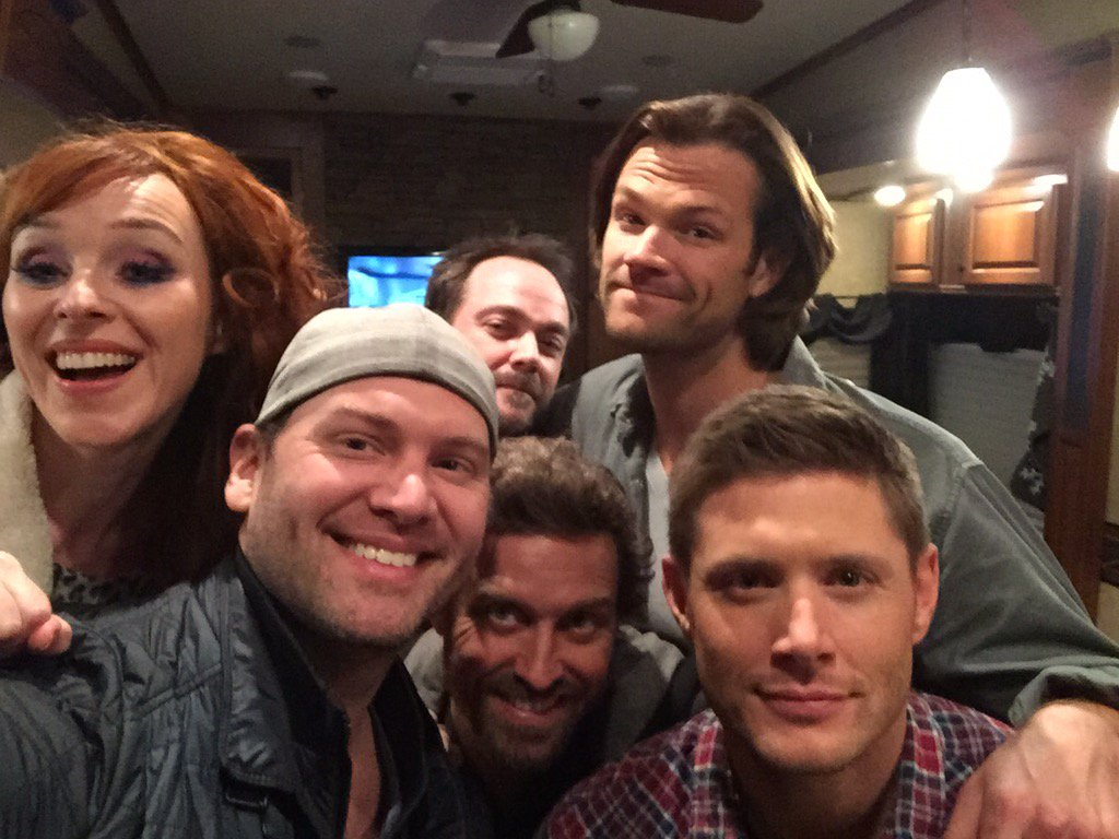 It's awesome when you go visit your buddy at work and just so happens 4 other buds are there too. #spnfam https://t.co/sExpAtBKnO