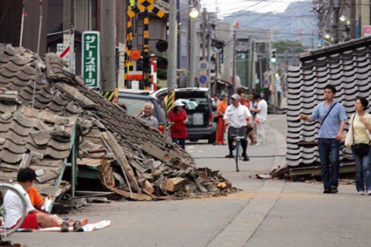 Мощное землетрясение произошло в Японии, объявлена угроза цунами