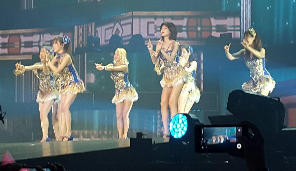 Para sone ikut bernyanyi bersama Girls' Generation saat lagu Lion Heart dibawakan di #PHANTASIAinJAKARTA.Hafal bgt! https://t.co/mUwf7y47wA