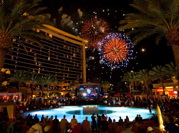 Spectacular fireworks show at Red Rock at 9PM. Tune in to Mix 94.1 to listen to the soundtrack! #RedRockTurns10 https://t.co/xL1z2yhIOT