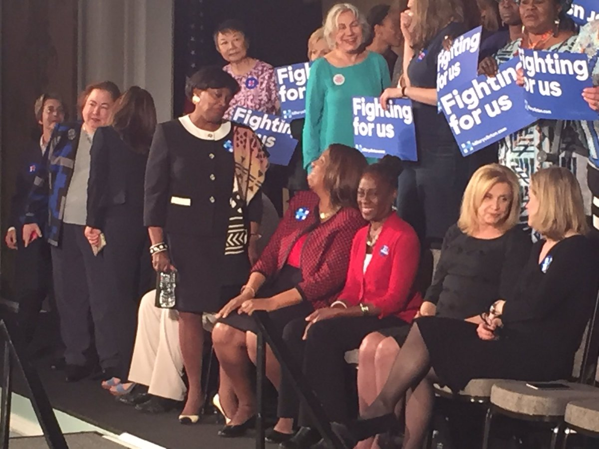 An impressive group of women leaders in New York -- ready for @HillaryClinton.  #ImWithHer https://t.co/Y7uk8UhKaZ