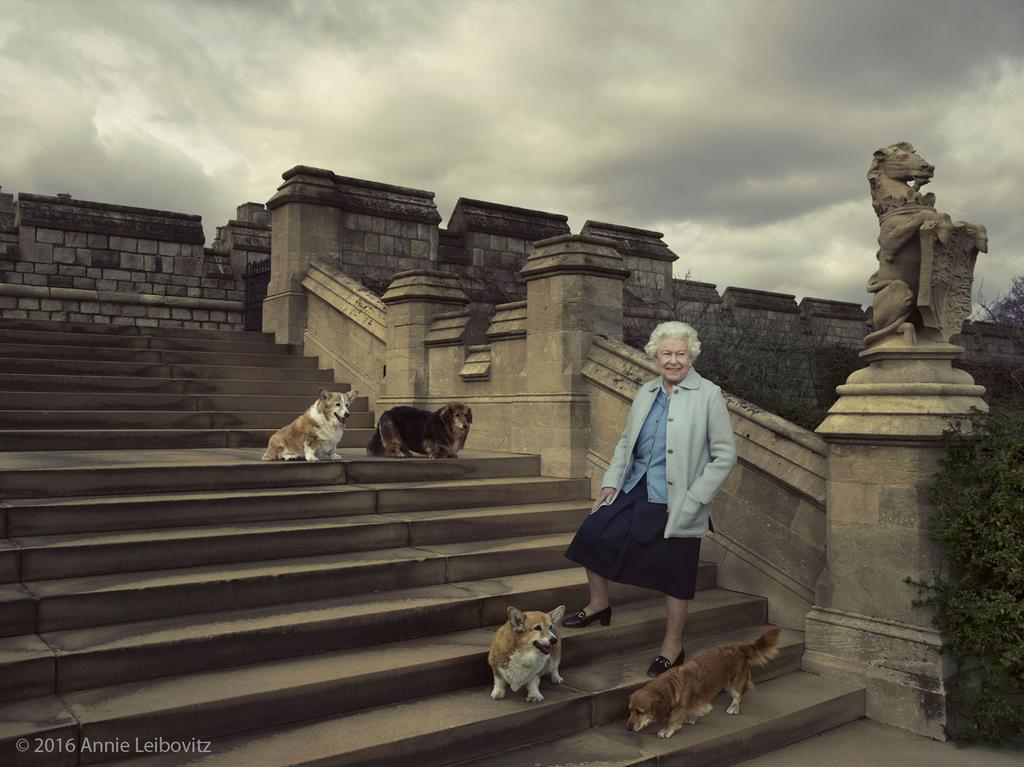 The Queen is 90!  #HappyBirthdayYourMajesty #Queenat90 https://t.co/Vc2hQWcYg8