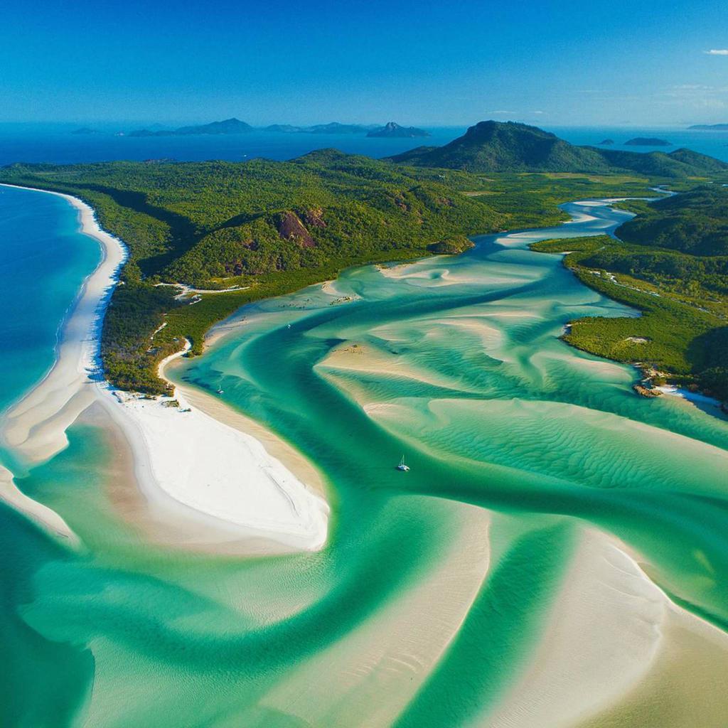Whitehaven Beach, Whitsunday Islands, Australia | Photography by ©@paulmp https://t.co/tWSbDam3Jg