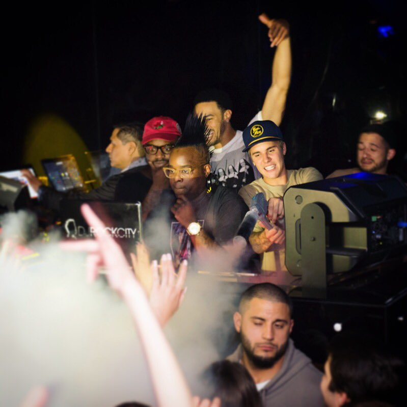 When the unexpected happens: Who doesn't enjoy spraying CO2?? Seems that @justinbieber and crew did! @ #justinbieber https://t.co/tJNptxZRcR