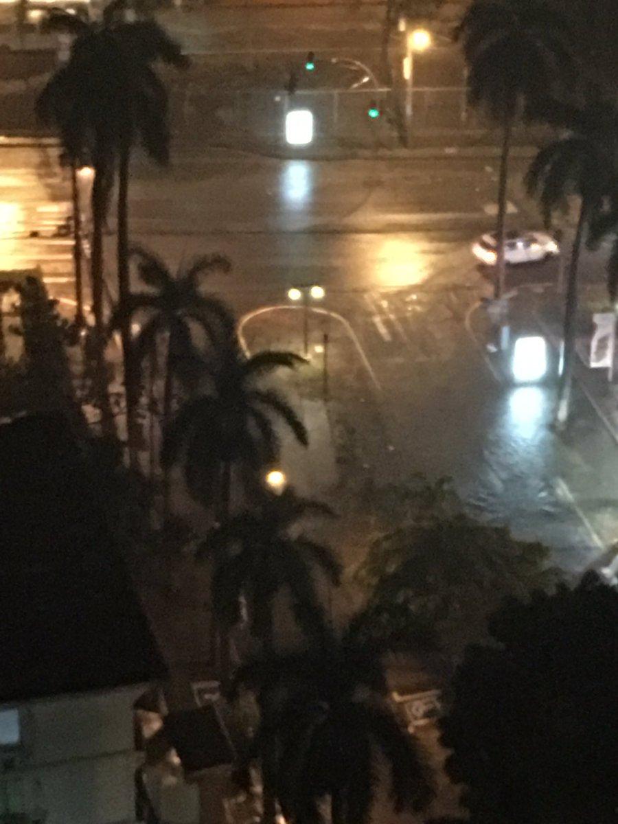 Precaución: varias calles del centro de la ciudad presentan inundaciones #FuerteLluvia https://t.co/2NxDVetu4w