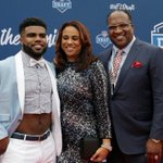 From the red carpet to the big pick! Follow @EzekielElliotts night through these photos. https://t.co/I31Ze9bxSe https://t.co/TuoPAHB4Kq
