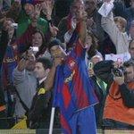 El brazalete del Barça en honor a Manel Vich,voz del Camp Nou por 60 años. Murió esta semana. Dinho le dedicó un gol https://t.co/oLSRBmOj2R