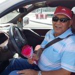 جانب أخر من جولة شبيبة #الوحدوي وهم يقدمون الورود للطبقة العاملة بمناسبة #عيد_العمال #البحرين #مرصد_الوحدوي https://t.co/v1yoNFazaH