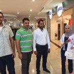#المنامة جانب أخر من جولة شبيبة #الوحدوي وهم يقدمون الورود للطبقة العاملة بمناسبة #عيد_العمال #البحرين #مرصد_الوحدوي https://t.co/93HvythFbM