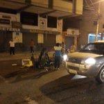 #HORITA #Machala Municipales se quisieron llevar carretilla d morochero, Sr prefirio botarlo,fatal el modelo exitoso https://t.co/zhGJ3Qmd8x