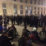Toulouse, Paris, nous partageons nos espoirs, ils exportent leurs violences! #ViolencesPolicieres @NuitDeboutTlse https://t.co/DyqTsvIjGl