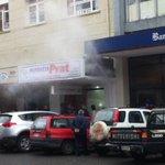 [🔵AHORA] Principio de incendio afecta a Farmacia Prat en el centro de #Valdiviacl. (Foto @Roxi_Huanquil) https://t.co/V2UkdwVTQj