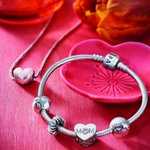 For a mother like no other, @PANDORA_NAs #MothersDay Collection has the perfect gift #ad #ellexpandora https://t.co/axvnNLUS1F