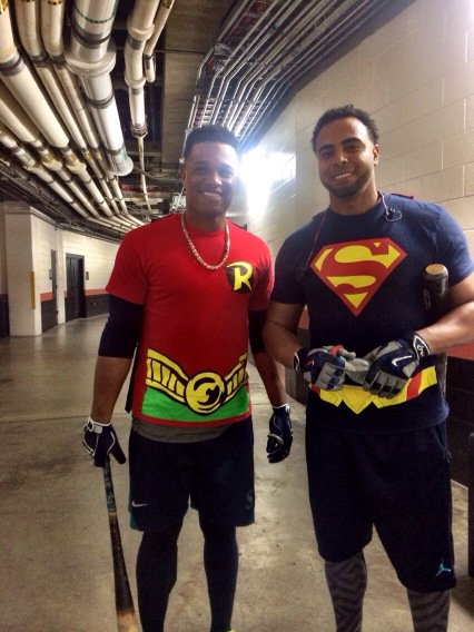 Just two #Mariners heading to the batting cage. https://t.co/wXxCPj4lcB