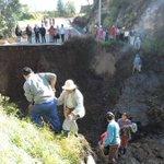 Fuerte lluvia provoca el colapso de una carretera en Pelileo. ► https://t.co/kvGf3LZyZo https://t.co/Rma2e6hZ3I