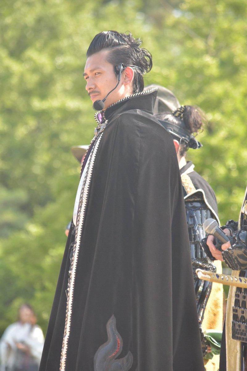 殿の不敵な笑い方めっちゃかっこいいしポンパドールヘアは後々貴重になると思いますから名古屋城にすぐ来た方がいいですよ https://t.co/hAsXdpq8Xi