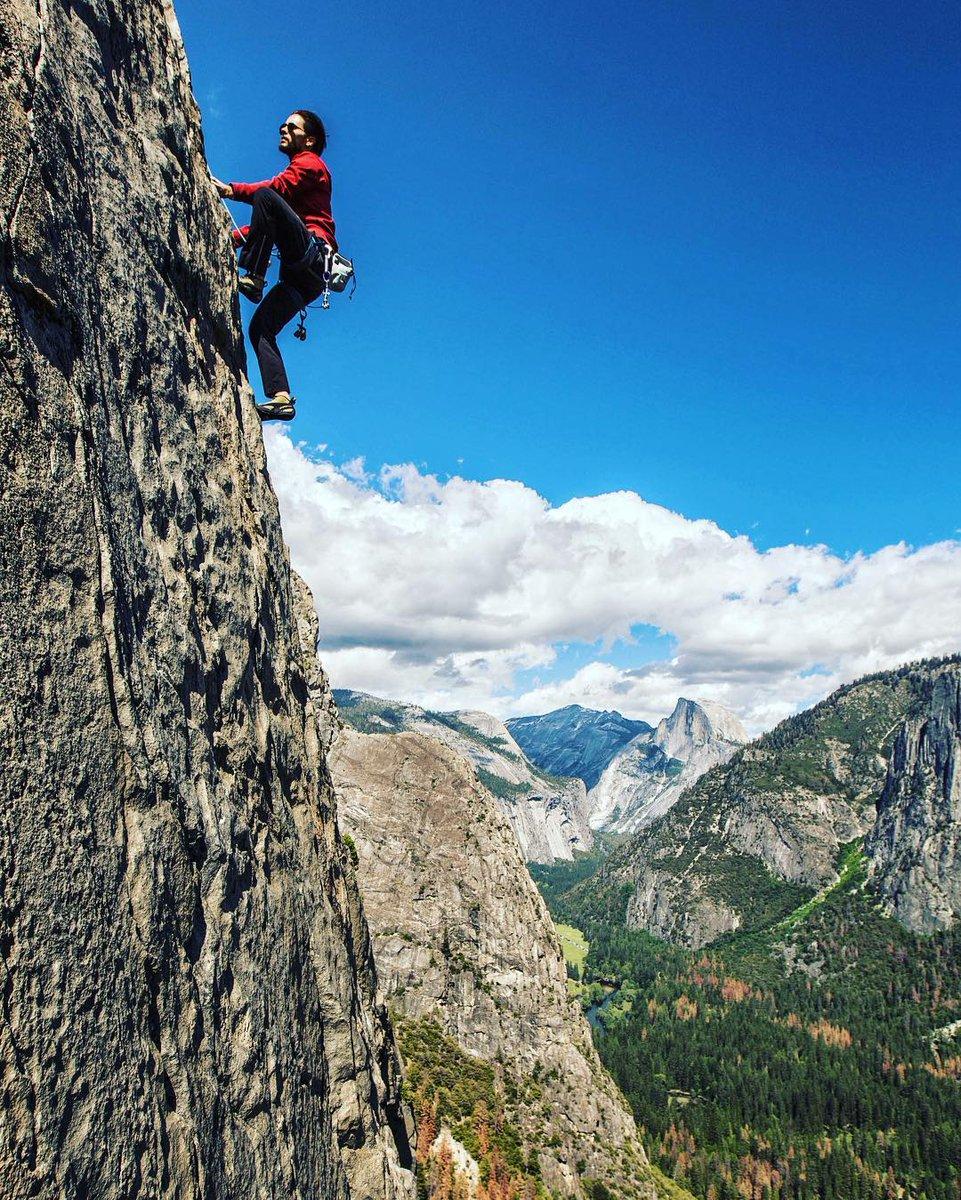 East buttress of El Cap - Yosemite 2016 ???? @jimkchin ???? @AlexHonnold https://t.co/EkKG8XbcGL