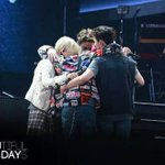 Your amazing teamwork is what brought you here, thank you SHINee ???????? #샤이니_8년동안_빛나줘서_고마워 #Happy8thAnniversarySHINee https://t.co/IEEVnzToDh