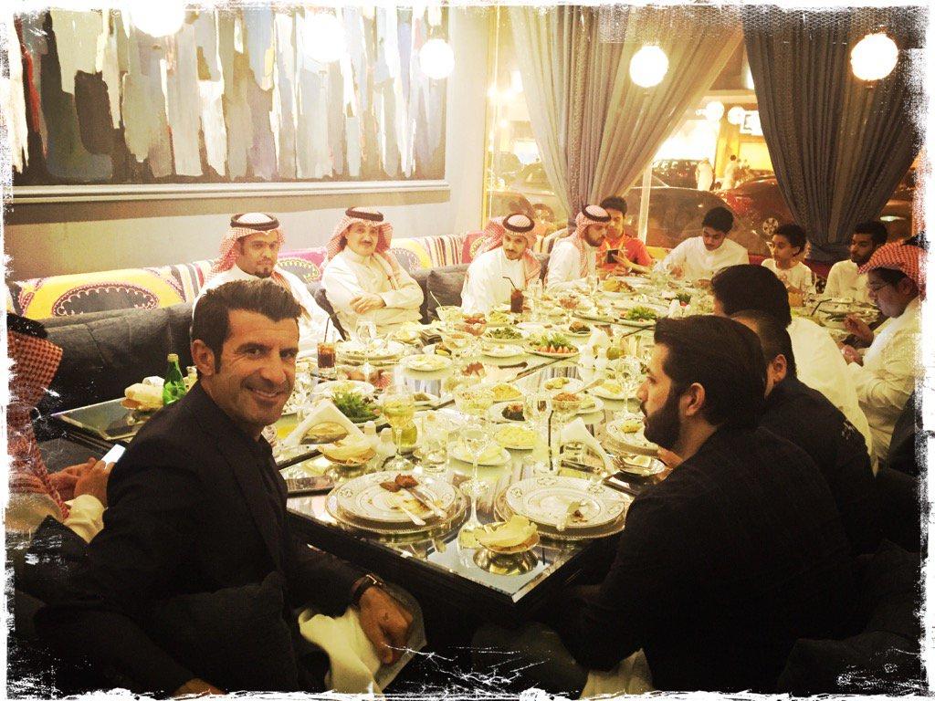 RT @LuisFigo: Last night dinner with friends!! https://t.co/RTzCiOV3KG