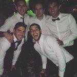Noche de reencuentros en el casamiento de Leandro Marín https://t.co/dgNDvuaxrA