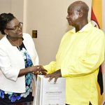 Justice Catherine Bamugemereire has presented the #UnraProbe report to Pres Museveni #corruption https://t.co/9spGkxMag5