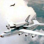 La navette soviétique Buran sur le dos dun #avion cargo, AN-225 Mriya #espace, années 1980 https://t.co/YG9DGb1OaW