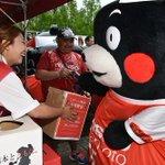 熊本地震の影響でホームスタジアムが使えないJ2のロアッソ熊本が、ノエビアスタジアム神戸で試合を行いました。会場では被災地への募金が呼び掛けられあの人気者「くまモン」も登場しました。https://t.co/VqeRfTfqKx https://t.co/Cit1II4nuO