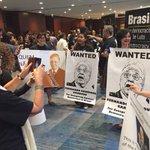 O lacaio, corrupto e entreguista FHC foge de evento em New York, quando soube que seria alvo de protesto. Aleluia! https://t.co/phjoivTEp0