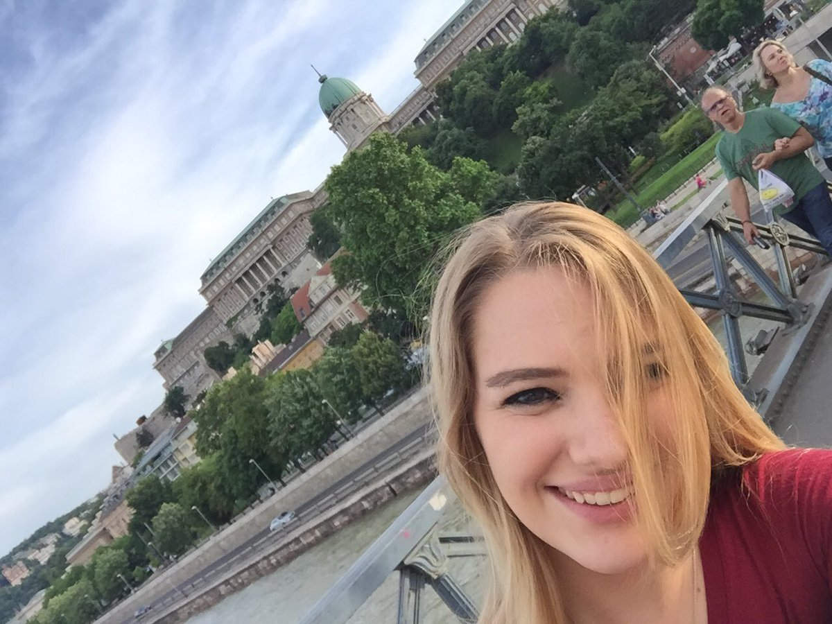 1 pic. Budapest is such a beautiful city! I'll be sad to leave it. 83dScsqhaf