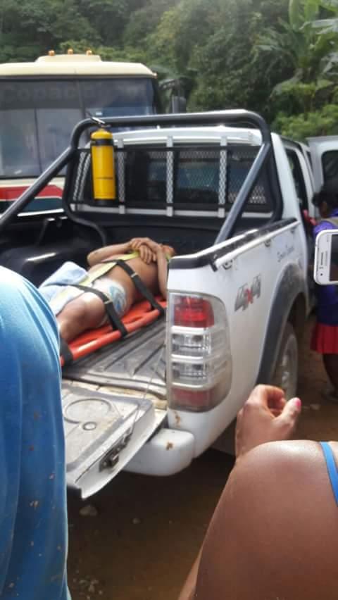 2 personas rescatadas con vida en el sector el 20 en la vía Medellín Quibdó, mañana continúan labores de búsqueda. https://t.co/rPIwbSsEpD