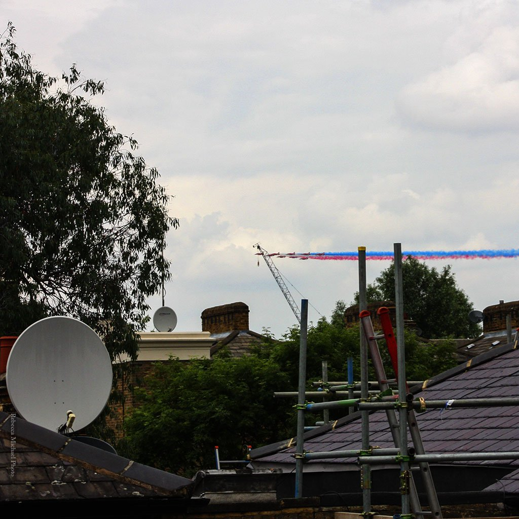 London Roof Tops, A Crane, and some red arrows . #London #queensbirthdayhonours #flypast #redarrows https://t.co/pNw6Jwv8IB