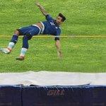 No me esperen que a las olimpiadas @Rio2016 no llego. Claramente tumbé la barra y terminé con el codo roto jeje https://t.co/l2cjRzlsYd