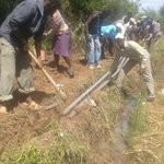 Machakos residents uproot water pipes installed by Governor Mutua since 2013 but No Water. Just PR. #MachaTumechoka https://t.co/PVYqnzVvXc