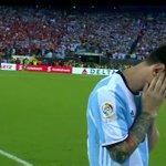 #Messi es humano y su gesto no lo recuerda #CopaAmerica https://t.co/00in2sYy8S