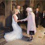 Одна парочка в шутку пригласила королеву на свою свадьбу. А она взяла и пришла. https://t.co/5CxUVL0gJW