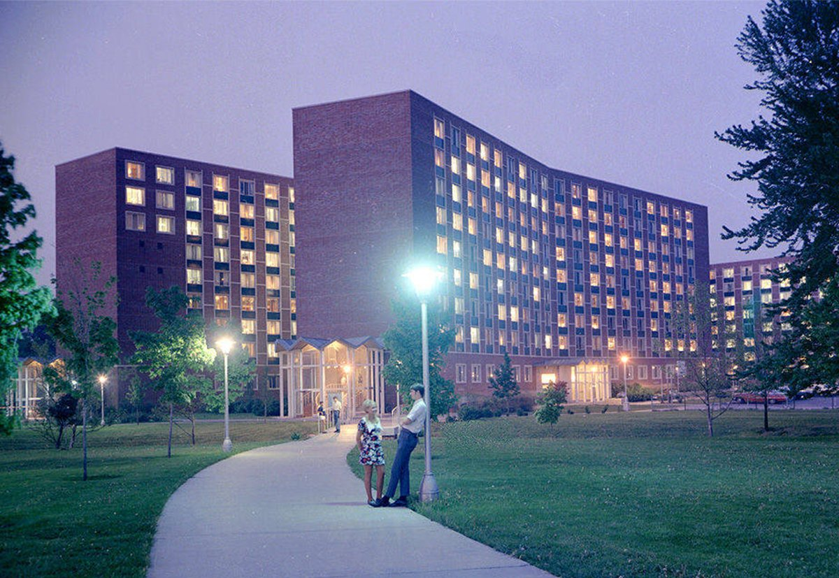 Summer heat... boy and girl meet ... but oh, those summer nights. #throwbackthursday [Studebaker Hall, 1969] https://t.co/lbIGO1Clyy