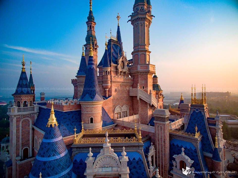 Happy opening day, Shanghai Disneyland! https://t.co/YKSOpisyEa