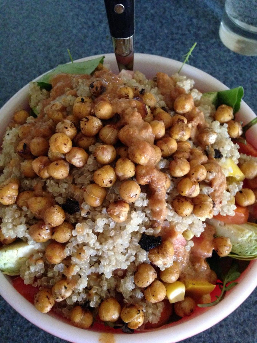 "Chickpea ""bacon"" quinoa salad with spicy peanut dressing -- Dispelling the ""boring"" #vegan food myth! #whatveganseat https://t.co/1me6r31Cx8"