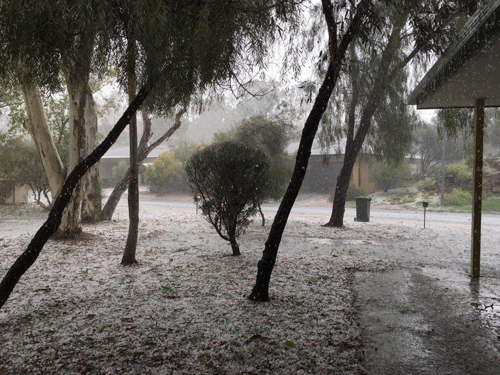 Whoa! Hail in #AliceSprings #Australia thank goodness the power came back on. Whew! https://t.co/JjfOsggs5s