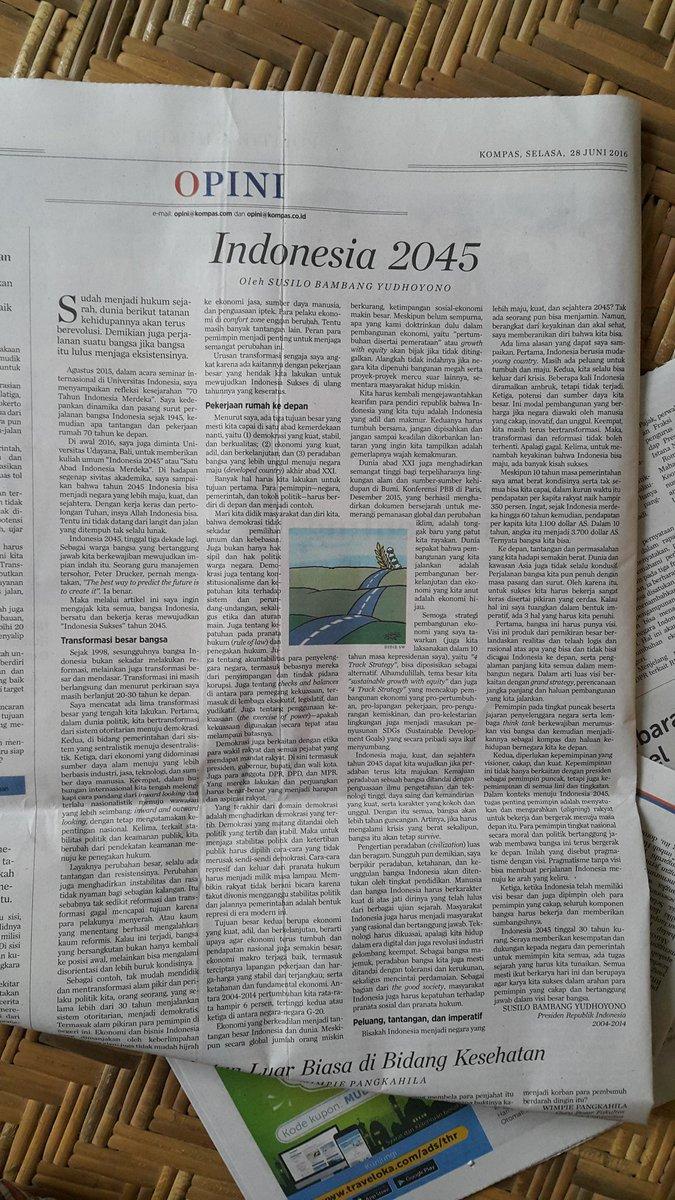 kado dari Presiden RI ke-6 @SBYudhoyono di hut ke-51 @hariankompas   pragmatisme dengan visi   selamat membaca https://t.co/OLlSiOjDvT