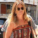 Jennifer Aniston wore a cute casual dress for her latest outing in NYC: https://t.co/tXxcwd0DxX https://t.co/yEFPfvYKVh
