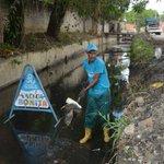 ¡Mantenemos limpieza preventiva de canales en distintos puntos de la ciudad! #Prevención #GestiónCocchiola https://t.co/fFiGOkvsK2