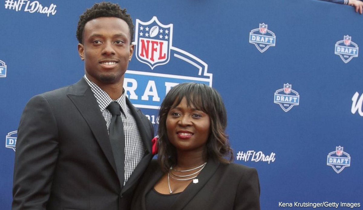 Mom drops off New York Giants cornerback Eli Apple at his first day of practice. https://t.co/fVECPEobzd