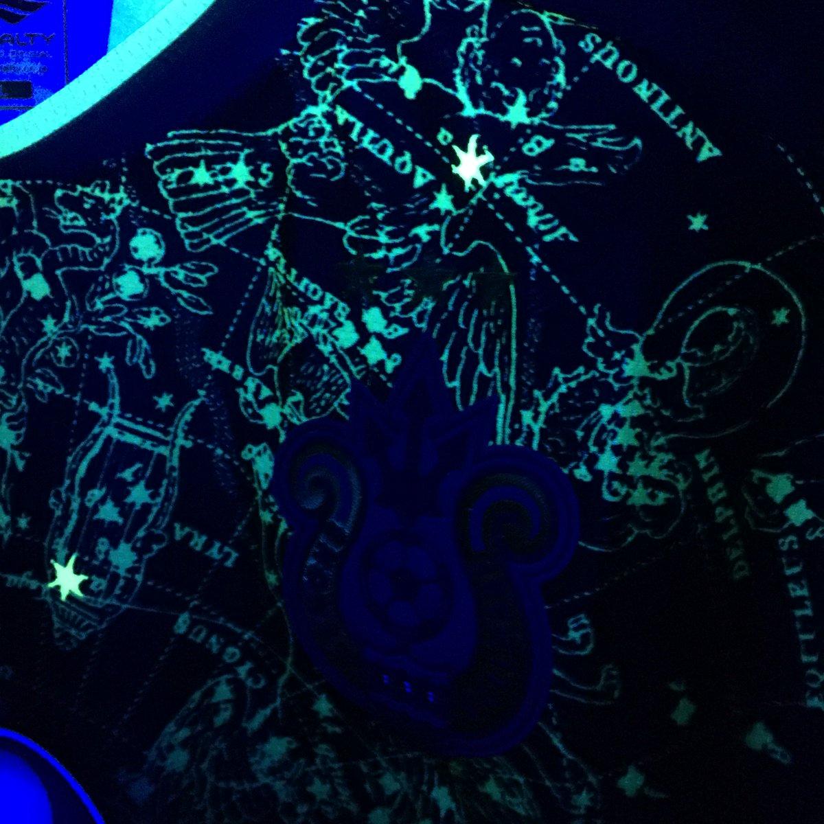 噂通り?七夕ユニにブラックライト当てると、星座の模様部分が光り輝くよ…! #bellmare https://t.co/H1oqHg9cSD