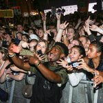 8 DAYS until #MagconDownUnder fans get to take selfies like this with @WillieJones! ???????? https://t.co/AzrqxLv7wf