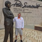 """RIP Pat Summitt. Womens bball is where it is today bc of vision & toughness. Taught me to """"Reach for the Summitt"""" https://t.co/WXLwvbxbHQ"""