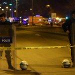 Istanbul, esplosioni e spari allareoporto Ataturk: numerosi feriti #turchia https://t.co/eCzQmYSYaE https://t.co/2pC1Pbmf8Q