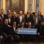 #NoTeVayasLio . La selección argentina campeona del Mundial de 1986 le pide a Messi que no deje la albiceleste. https://t.co/8Y7psY8RSi