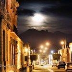 En el centro de Tepic calle Lerdo ???? acompañados de la Luna ???????????? #SoyDeTepic https://t.co/a3mNAePjsn
