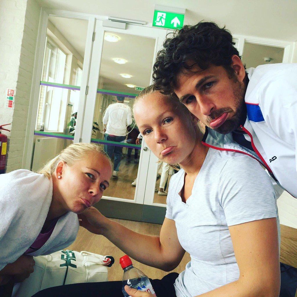 Waiting during the rain @Wimbledon is fun with @kikibertens and Johanna Larsson ;-) #Wimbledon2016 #tennislife https://t.co/lBcpaZRxcr